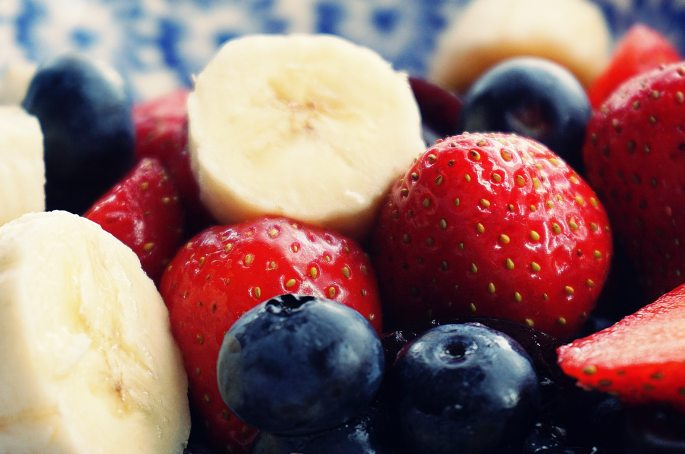 antioxidant-banana-berries-1120581.jpg